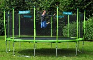 Bien choisir son trampoline pour le jardin