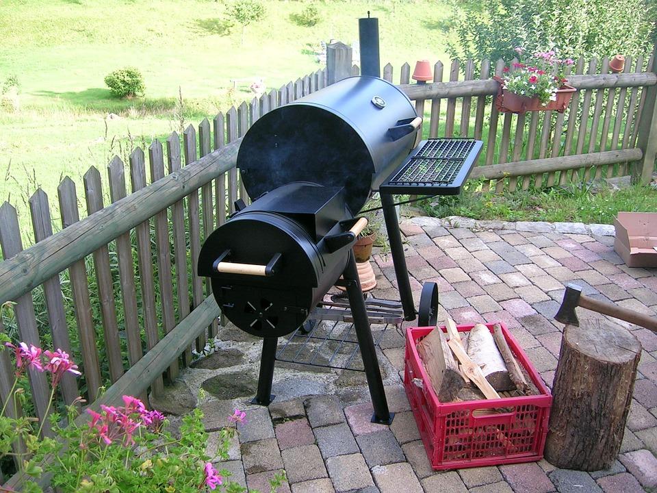 barbecue fumoir avec couvercle testeur du dimanche. Black Bedroom Furniture Sets. Home Design Ideas